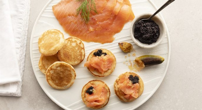 about_seafood_SmokedSalmon_Blinis_01